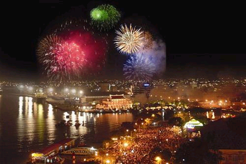 Firework shows on New Year's Eve 2014 in Ho Chi Minh City